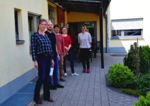 Viele Angestellte aus den Tagesförderstätten sind momentan in den Wohneinrichtungen im Einsatz. So auch ein Team um Christine Winkler (vorne) im Prinzengarten in Gedern.