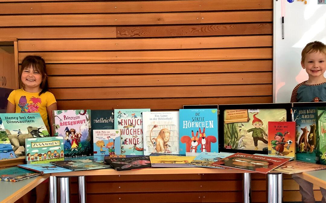Büchertisch: Neue Abenteuer für die Kita